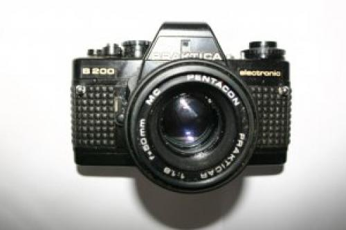 1979 Praktica B 200 35mm SLR Camera With Pentagon 1:1,8 f-50mm MC Lens