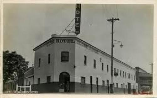 Australia NSW Corowa; 1920s Real Photo Globe Hotel; Vintage Postcard