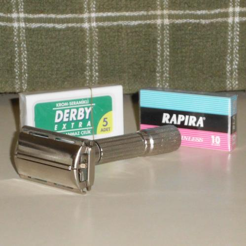 1959 Gillette Fatboy Adjustable Safety Razor w Blades