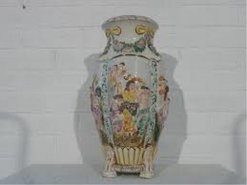 Antiques; Very large Italian Capot di monte vase towards 1950