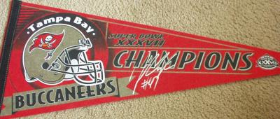 John Lynch autographed Tampa Bay Buccaneers Super Bowl 37 Champions pennant