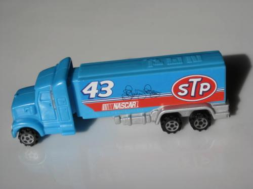 NASCAR Richard Petty #43 STP Hauler Pez Dispenser