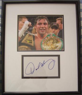 Oscar De La Hoya autograph framed with 8x10 boxing photo