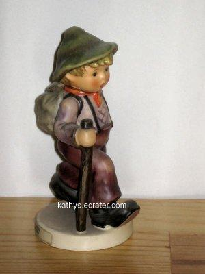 People: Goebel Hummel 1989 Grandpas Boy #562 Hiker w Walking Stick Figurine