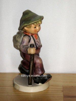 People: Goebel Hummel 1989 Grandpas Boy #562 Hiker w Walking Stick Figurine