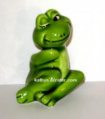 Giftcraft Japan Ceramic Green Winking Frog Animal Figurine