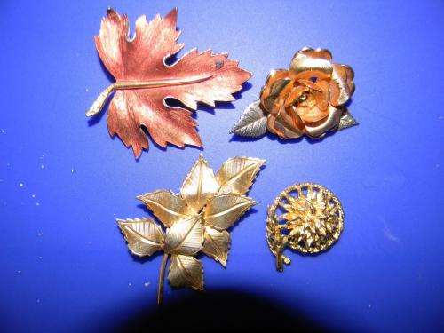 Set of four vintage pins