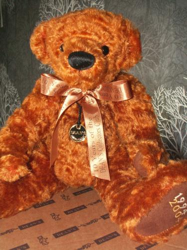 DEANS Collectors Club 10 Year Anniversary GROWLER Bear