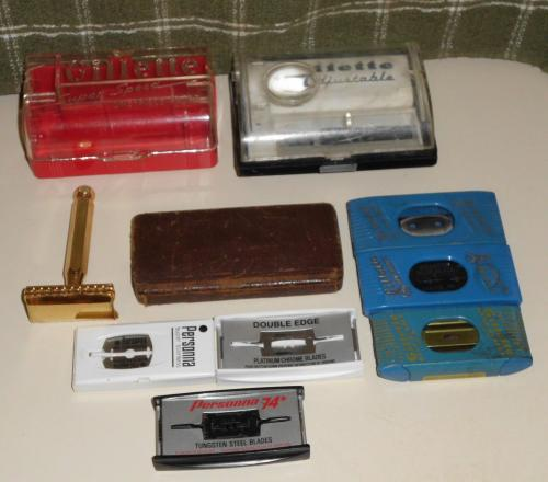 Assorted lot of vintage shaving items