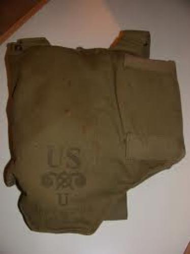Militaria;  WWII USA Army Gas Mask [front]