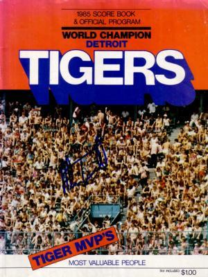 Alan Trammell autographed Detroit Tigers 1985 program