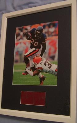 Thomas Jones autograph matted & framed with Chicago Bears 8x10 action photo