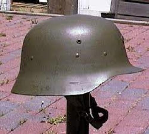 Militaria: Spanish Helmet, Model 1942