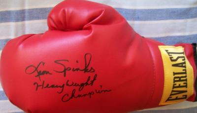 Leon Spinks autographed Everlast leather boxing glove inscribed Heavyweight Champion