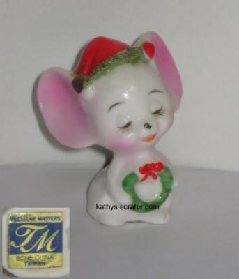 Treasure Masters Christmas Spaghetti Mouse w Wreath Figurine