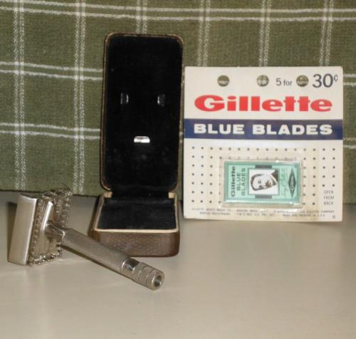 1938 Gillette Sheraton Safety Razor in Original Case w Blades