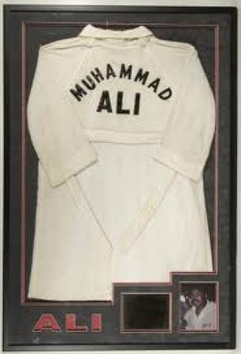 Memorabilia; Muhammad Ali 1970 boxing robe