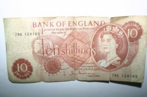 10 Ten Shilling Bank Note Serial 78K 124 165 SIGN HOLLOM P