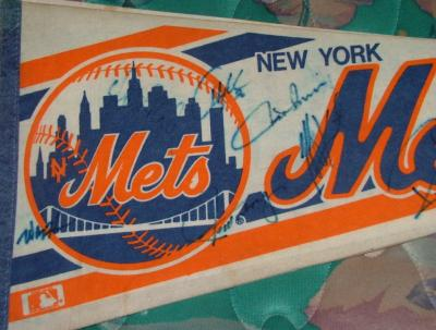 1993 New York Mets autographed pennant (Howard Johnson Jeff Kent)