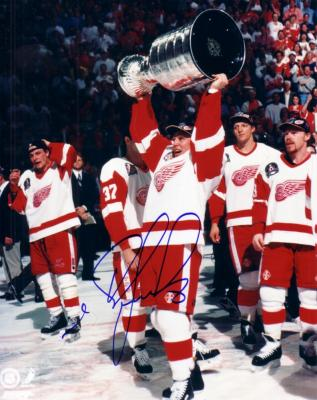 Igor Larionov autographed Detroit Red Wings 8x10 Stanley Cup photo