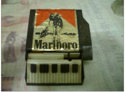 Box for cigarettes - piano