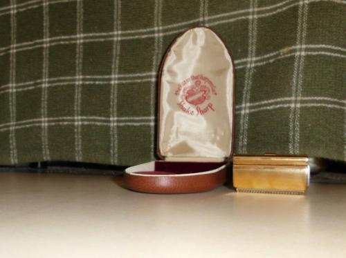 1945 Shake Sharp Razor MINT W/Case and Gold plated razor