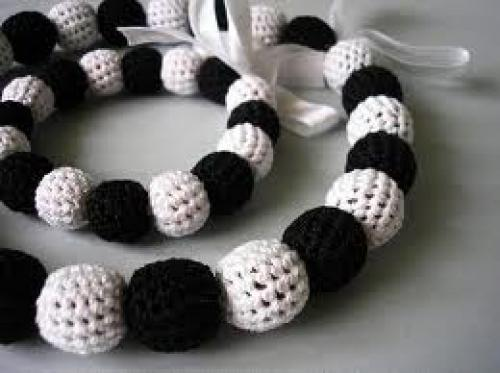 Black & White Necklace
