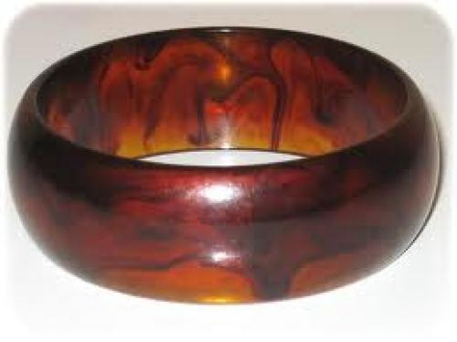 Vintage Cream Color Lucite Plastic Twist Bangle Bracelet