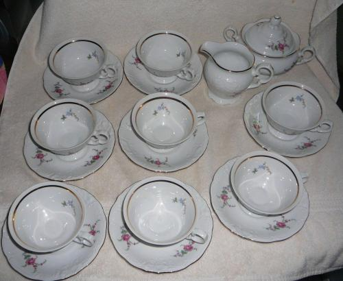 Wawel China Rose Garden with Gold Tone Sugar Bowl, Creamer, 8 Cups And 8 Saucers