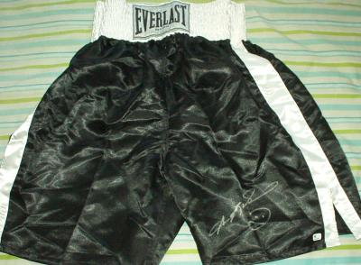 Sugar Ray Leonard autographed black Everlast boxing trunks