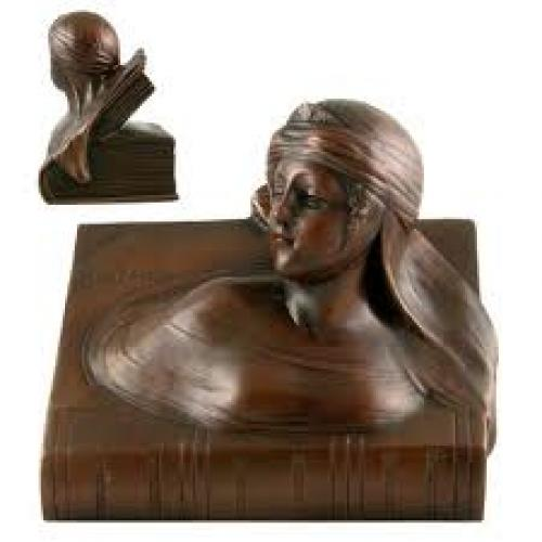 Figural motif antique bookend. 1900-1940.